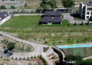Атамбаев резиденцияда жашаса, анда Кой-Ташка хан сарайын эмнеге салды?