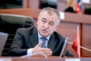 """Өмүрбек ТЕКЕБАЕВ: """"Атамбаевдин эч кандай кол тийбестиги жок, жоопко тартса болот"""""""