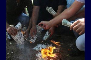 Түрктөр долларды айрып, өрттөштү (ВИДЕО)