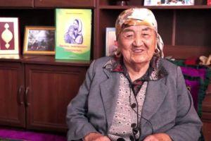 Өмүрбек Текебаевди апасы куттуктап, баласын колдогондорго ыраазычылыгын билдирди (ВИДЕО)