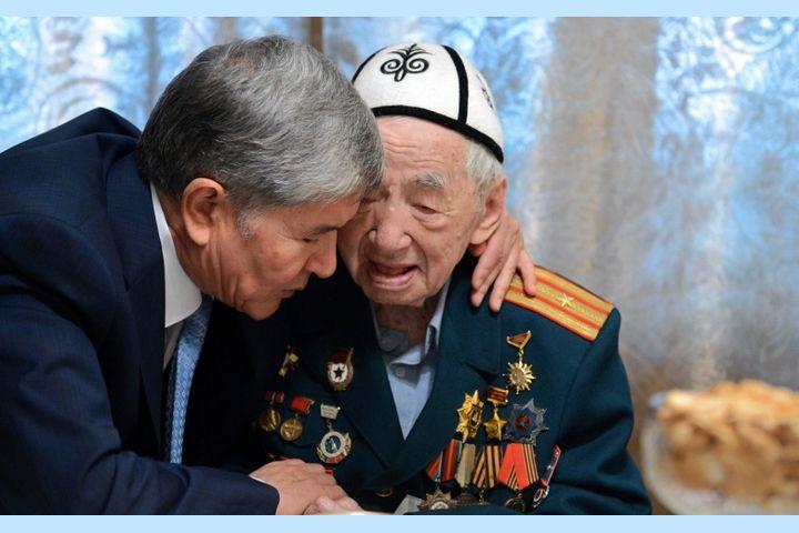 """26 """"Кыргыз Эл Баатырынын"""" ичинде Атамбаев да бар. Ал наам алынабы же калабы?"""