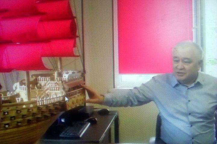 ВИДЕО: Өмүрбек Текебаев эч кимден өч албайм деп, түрмөдөгүлөрдүн жасаган кемесин көрсөттү…