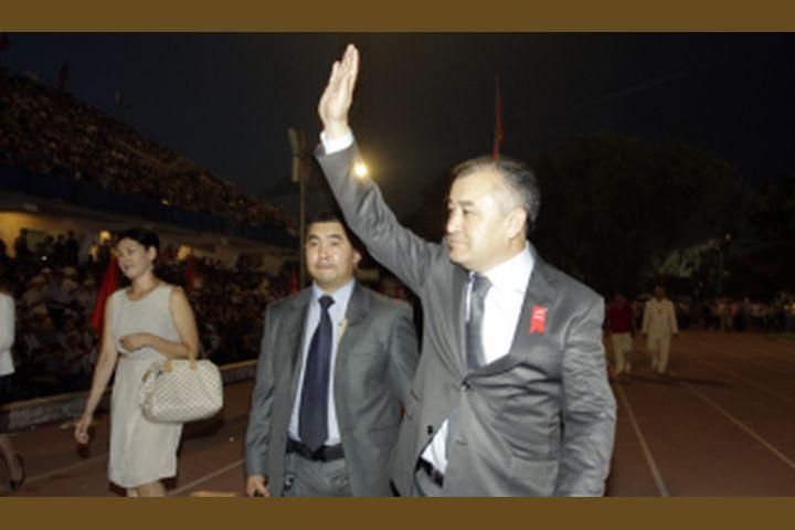 """Өмүрбек ТЕКЕБАЕВ: """"Кол чабуулар менен чыгам!"""" (ВИДЕО)"""