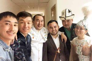 """Жеңишбек ЖУМАКАДЫР: """"Бир адамдын катачылыгы үчүн кыргыз-казак акынынын мамилеси бузулбашы керек!"""""""