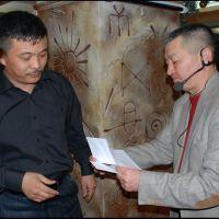 Зайырбек Ажыматовдун сандыгында 20 жыл сакталган сары кагаздагы ыр...