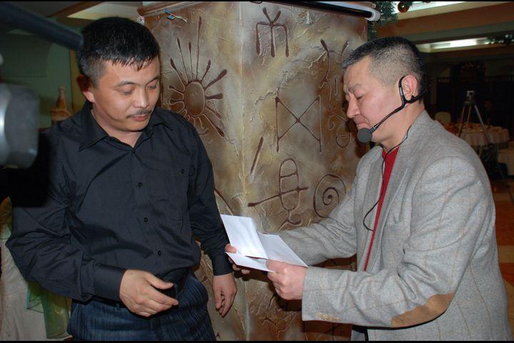 Зайырбек Ажыматовдун сандыгында 20 жыл сакталган сары кагаздагы ыр…