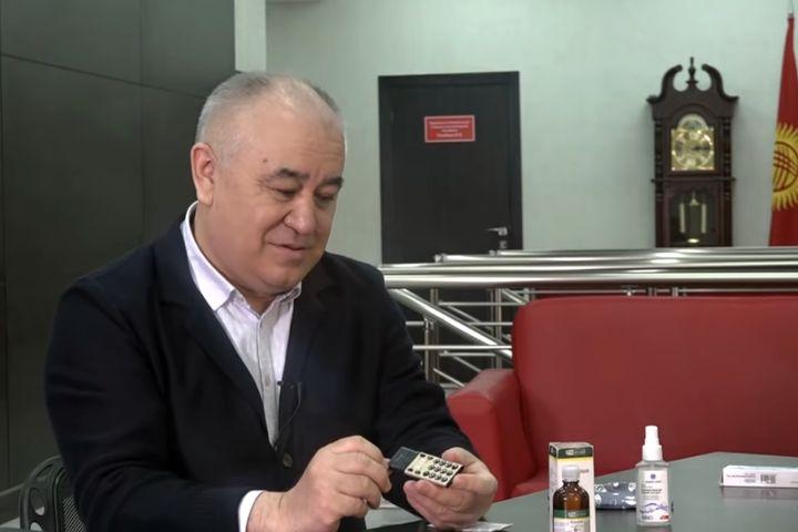 Видео – Сегизбаев түрмөдө таппаган телефонун Текебаев каякка катканын айтып берди. Таңгаласың…
