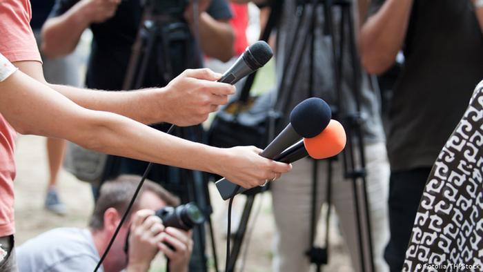 ИИМ: «Журналисттер, бүгүнкү күндө сиздерсиз жашообузду элестетүү кыйын. Майрамыңыздар менен!»