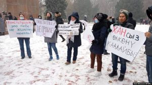 ВИДЕО —  «Баш мыйзам үчүн!» акциясына катышкан Кубат Оторбаев да жаңы долбоорго каршылыгын билдирди