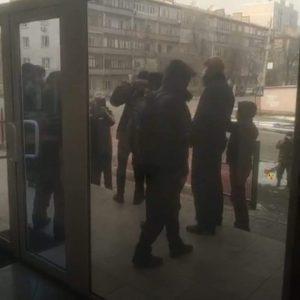 ВИДЕО — «Ата Мекен» партиясынын штабына барып, «Текебаев кечирим сурасын!» деген топ кимдер?
