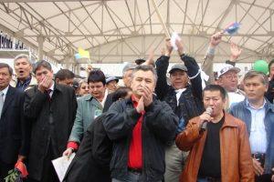 ВИДЕО — Өмүрбек ТЕКЕБАЕВ: «Мелис Эшимканов он жылдай коомдук пикирге кожоюн болду»