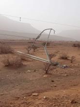 أحد أعمدة الكهرباء التي تربط أطار وعين أهل الطائع، وقد سقط بسبب العاصفة