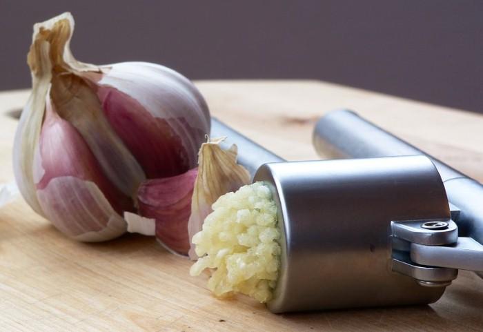 ماذا يحدث لو تناولت الثوم على معدة فارغة؟