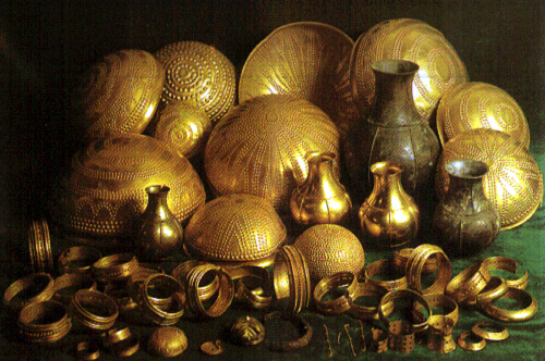 علامات وجود الذهب والكنوز في الارض (كنز مكتشف باوربا)