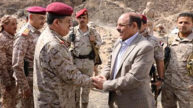 Photo of نائب الرئيس يصل مأرب ويعقد فور وصوله إجتماع عسكري هام
