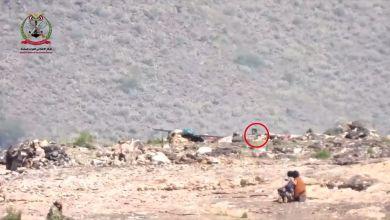 Photo of بالفيديو : مشهد بطولي نادر لأبطال الجيش لحظة اقتحام أحد المتارس الحوثية بالضالع