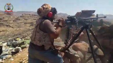 Photo of شاهد الفيديو .. الجيش يدك مخابئ وتحصينات مليشيات الحوثي في جبهة الصفراء بصعدة