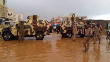 Photo of سقطرى : مليشيات الإمارات تغلق قنوات تصريف المياه وإعصار كيار يقتلع خيامهم (صور)