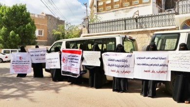 Photo of الامهات يناشدن لإنقاذ حياة أبنائهن المعتقلين في سجن بئر أحمد بعدن