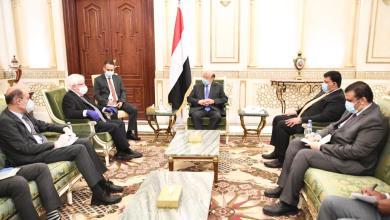 Photo of الرئيس هادي لـ غريفيث : ملتزمون بتحقيق السلام الشامل وفق المرجعيات الثلاث