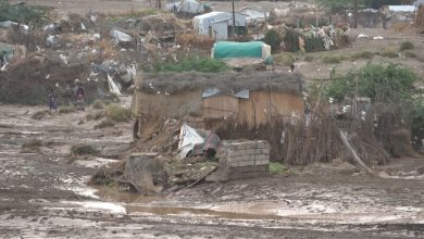 Photo of الأمطار الغزيرة والسيول تجرف مخيم للنازحين وتهدم منازل في الحديدة (صور)