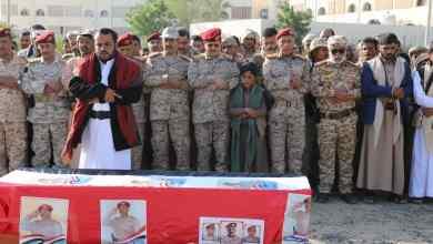Photo of تشييع رسمي وشعبي مهيب لجثمان الشهيد البطل العميد عبدالعزيز حنكل في مأرب