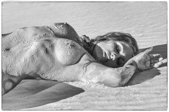 Sael Varg covered in sand
