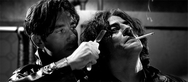 Clive Owen et Benicio Del Toro dans Sin City (2005)