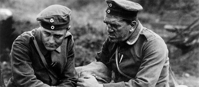 Lew Aryes et Louis Wolheim dans A l'Ouest rien de nouveau (1930)