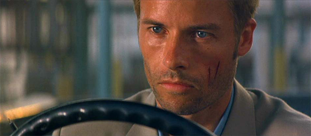 Guy Pearce dans Memento (2000)