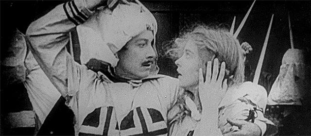Henry B. Walthall et Lillian Gish dans La naissance d'une nation (1915)