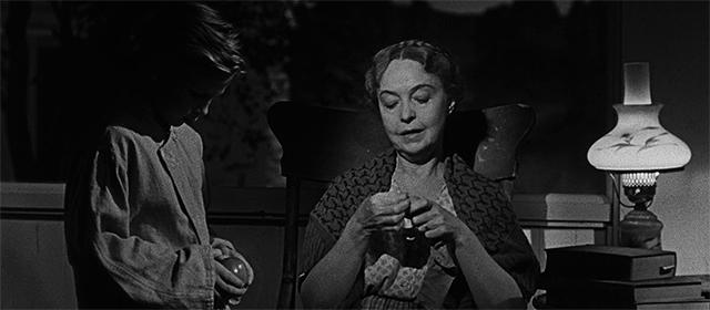 Billy Chapin et Lillian Gish dans La Nuit du chasseur (1955)
