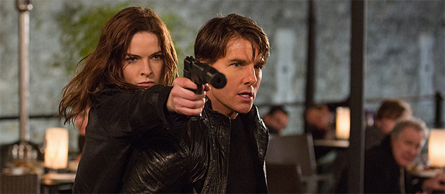 Rebecca Ferguson et Tom Cruise dans Mission : Impossible Rogue Nation (2015)