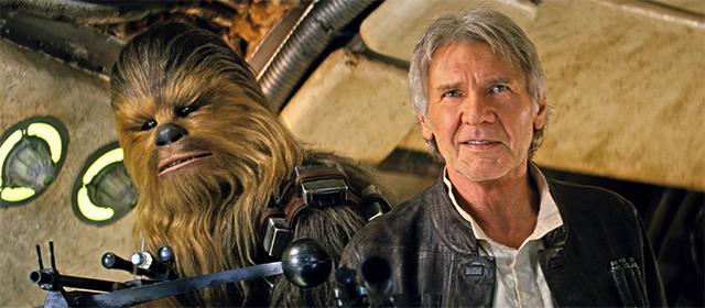 Peter Mayhew et Harrison Ford dans Star Wars Episode VII : Le Réveil de la Force (2015)