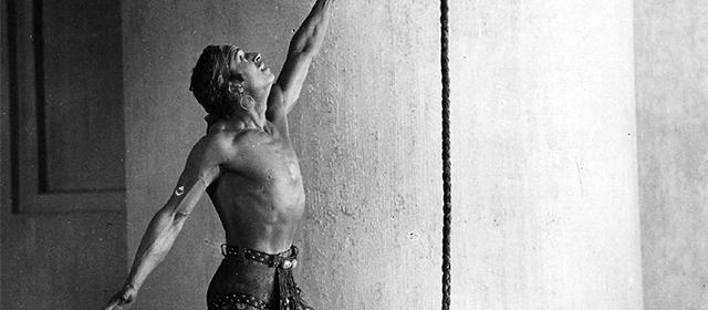 Douglas Fairbanks dans Le Voleur de Bagdad (1924)
