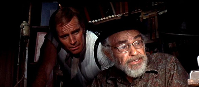 Charlton Heston et Edward G. Robinson dans Soleil Vert (1973)