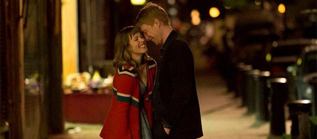 Rachel McAdams et Domhnall Gleeson dans Il était temps (2013)