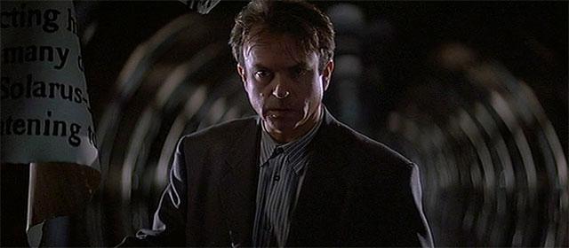 Sam Neill dans L'Antre de la folie (1995)