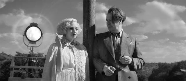 Amanda Seyfried et Gary Oldman dans Mank (2020)