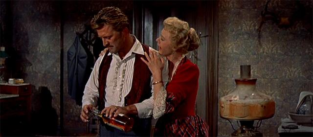 Kirk Douglas et Jo Van Fleet dans Règlement de comptes à OK Corral (1957)