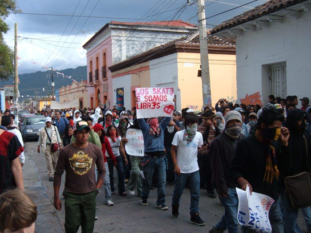 Marchan jóvenes graffiteros por San Cristóbal de Las Casas (2/5)