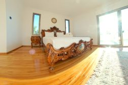 🇬🇧 MASTER BEDROOM WITH PRIVATE BALCONY / 🇫🇷 Chambre principale avec balcon privé / 🇩🇪 Hauptschlafzimmer mit privatem Balkon / 🇹🇷 ÖZEL BALKONLU EBEVEYN ODASI