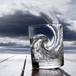 Аман от бури в чаша вода