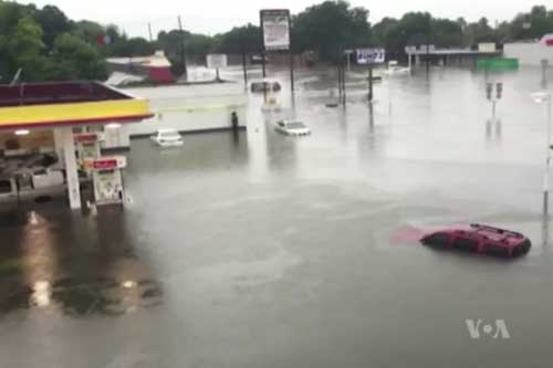 Already Under Water, Houston Faces New Deluge From Stalled Tropical Storm