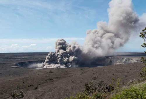 18th Lava-Spewing Fissure in Hawaii Volcano Leads to New Evacuations