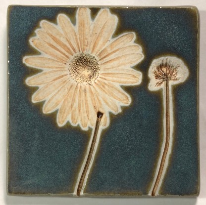 "4"" Daisy with Clover Tile"