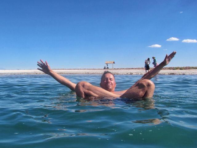 Tässä järvessä olisi vaikea hukkua. Kannattaisi kuitenkin käydä suihkussa jälkeenpäin.
