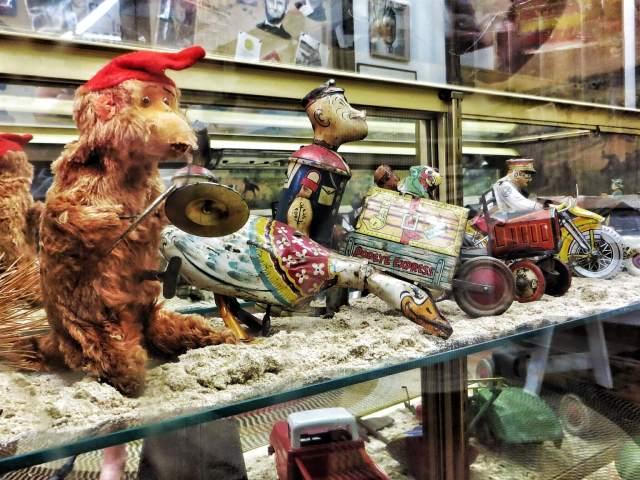 Pelottavien lelujen osasto. Elk City Town Museum.