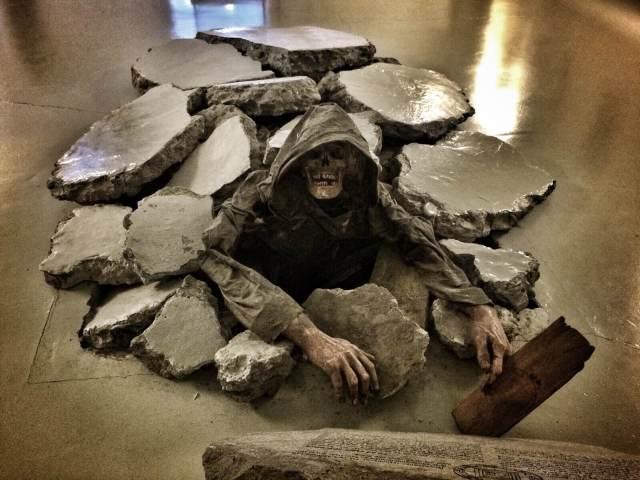 Necropantsit olivat vähän liian hurjat, joten tässä perinteinen kuolleistamanaaminen.