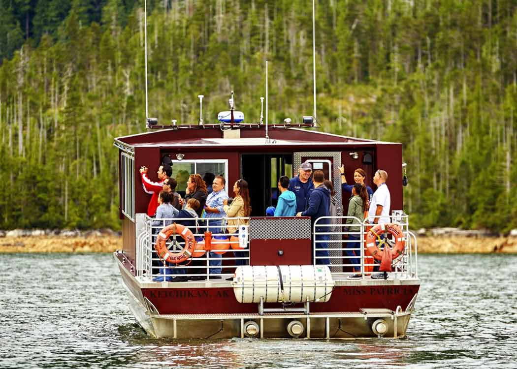 Wilderness Exploration and Crab Feast with Alaska Shore Tours